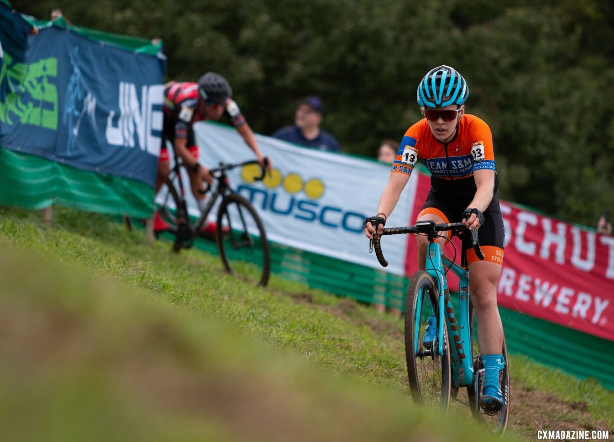 Clara Honsinger moved her way up through the field.. 2019 Jingle Cross World Cup, Elite Women. © A. Yee / Cyclocross Magazine