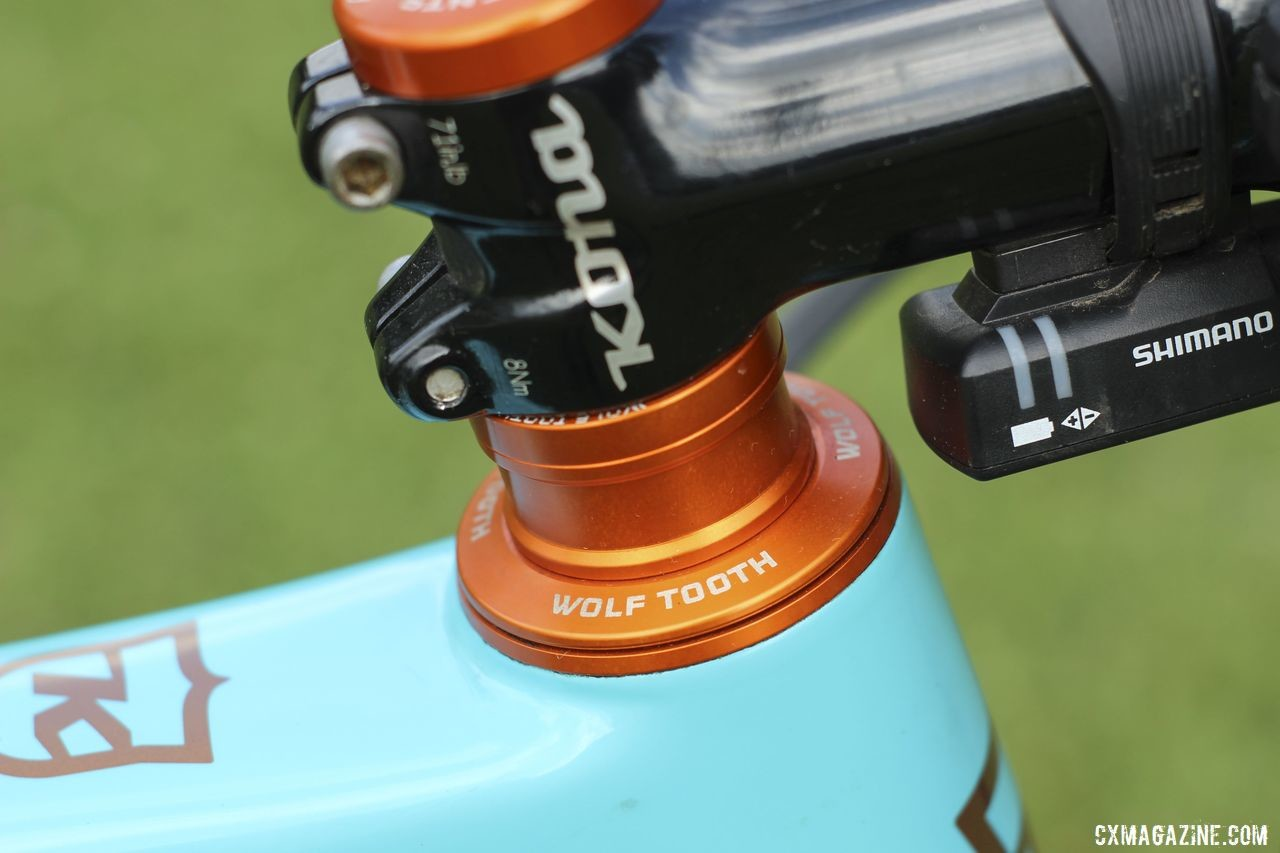 Each Team S&M CX rider has a different colored Wolf Tooth headset. Honsinger got orange. Clara Honsinger's 2019/20 Kona Major Jake. © Z. Schuster / Cyclocross Magazine