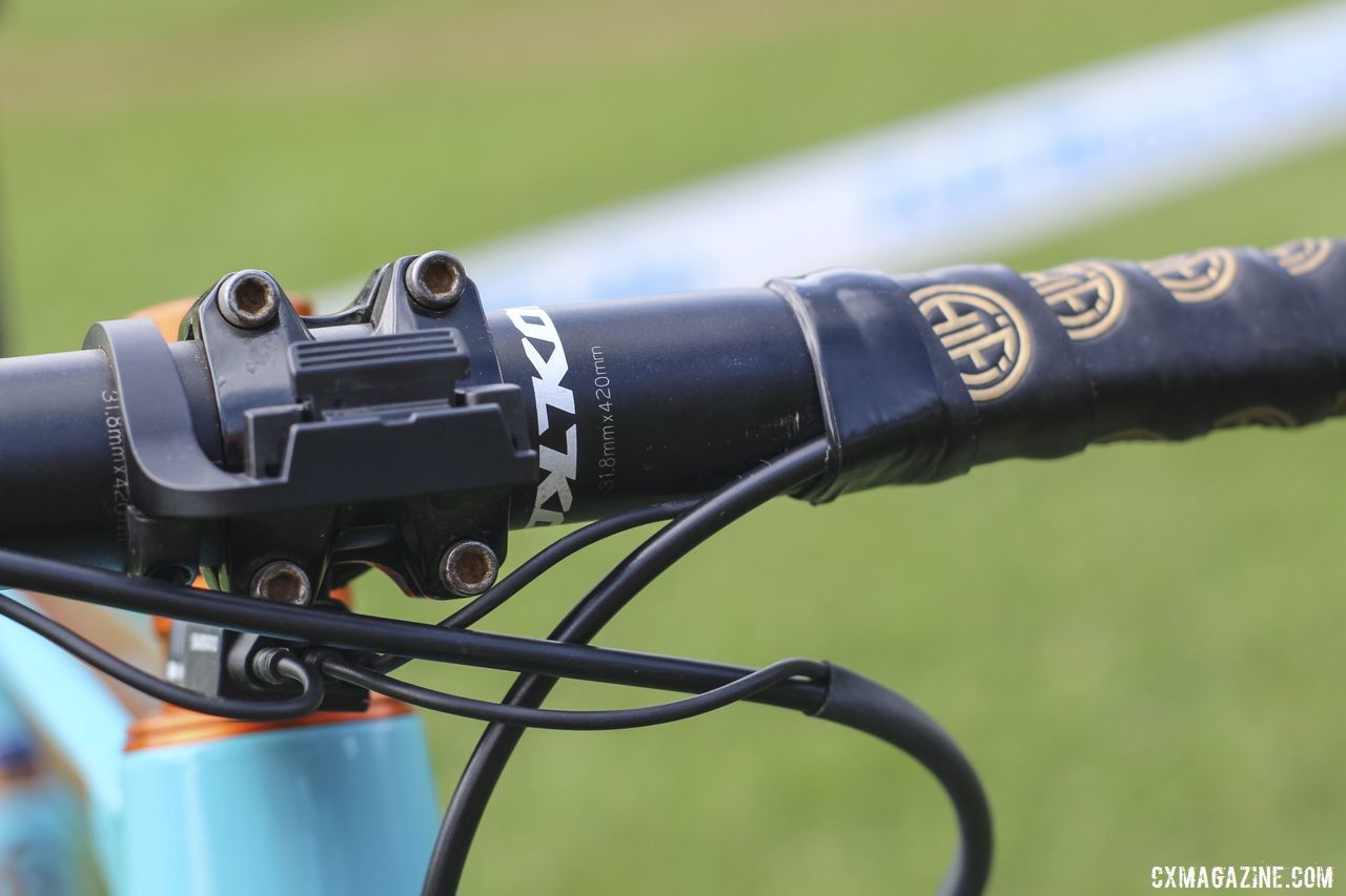 Honsinger runs a 42cm Kona Race Light handlebar. Clara Honsinger's 2019/20 Kona Major Jake. © Z. Schuster / Cyclocross Magazine