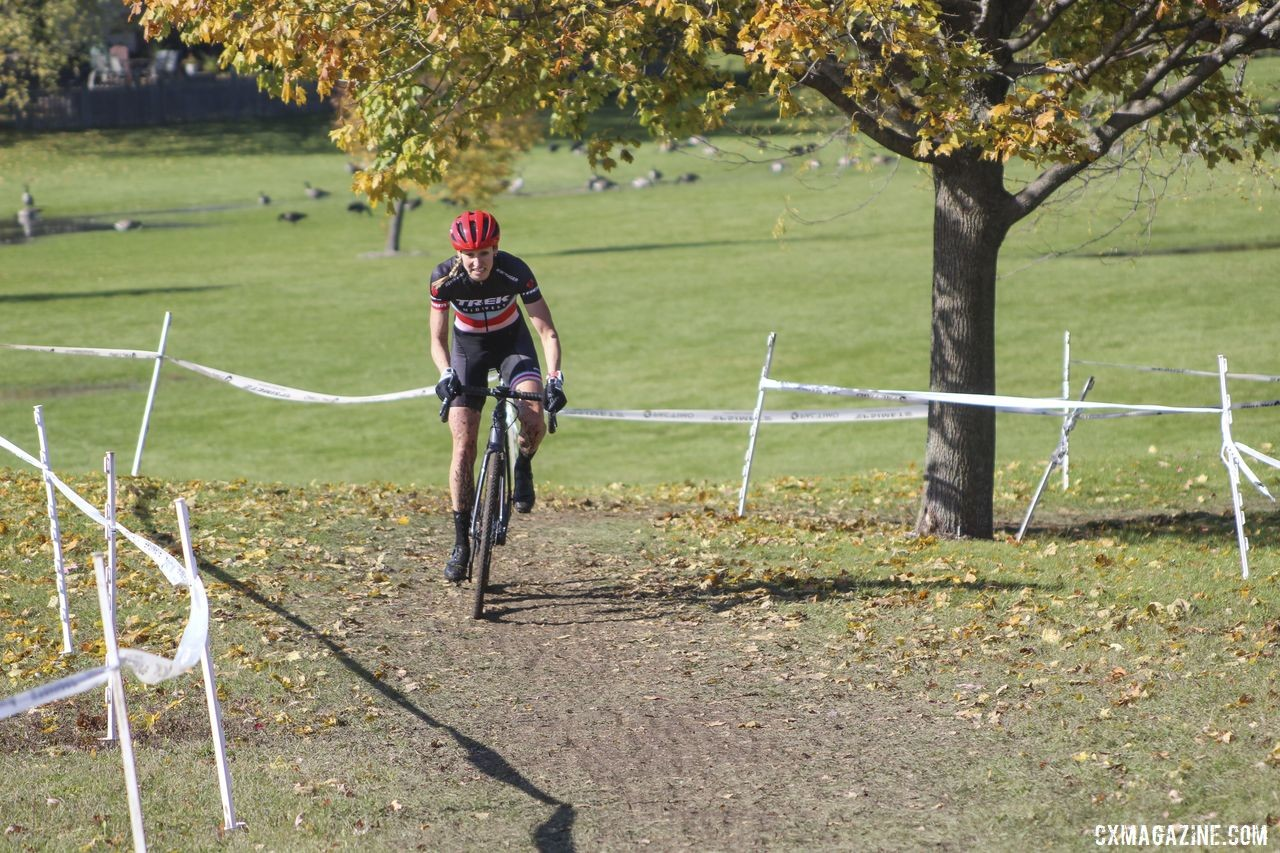 April Beard gives chase of Sydney Guagliardo in Lap 2. 2019 Sunrise Park Cyclocross, Chicago Cross Cup. © Z. Schuster / Cyclocross Magazine