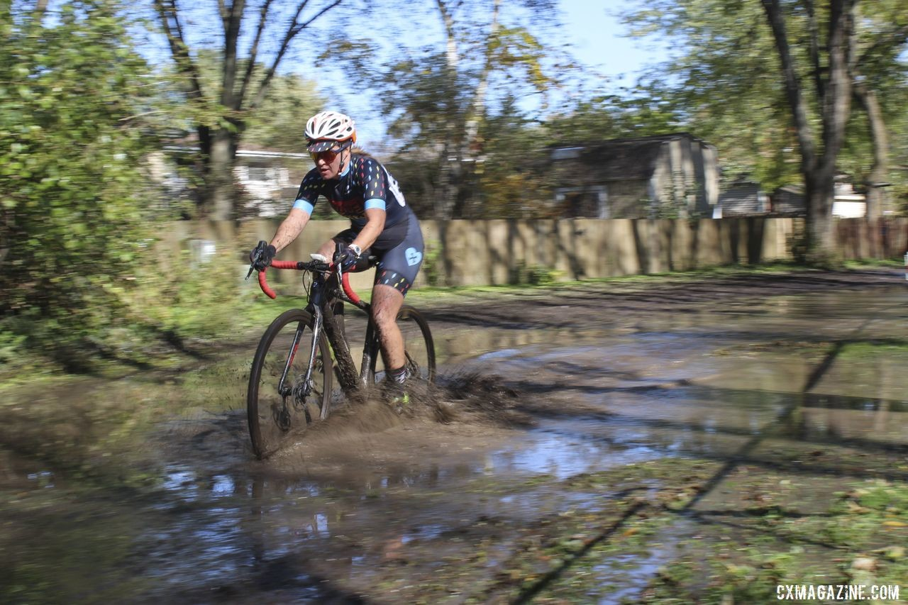 The course featured a literal lake on Sunday. 2019 Sunrise Park Cyclocross, Chicago Cross Cup. © Z. Schuster / Cyclocross Magazine