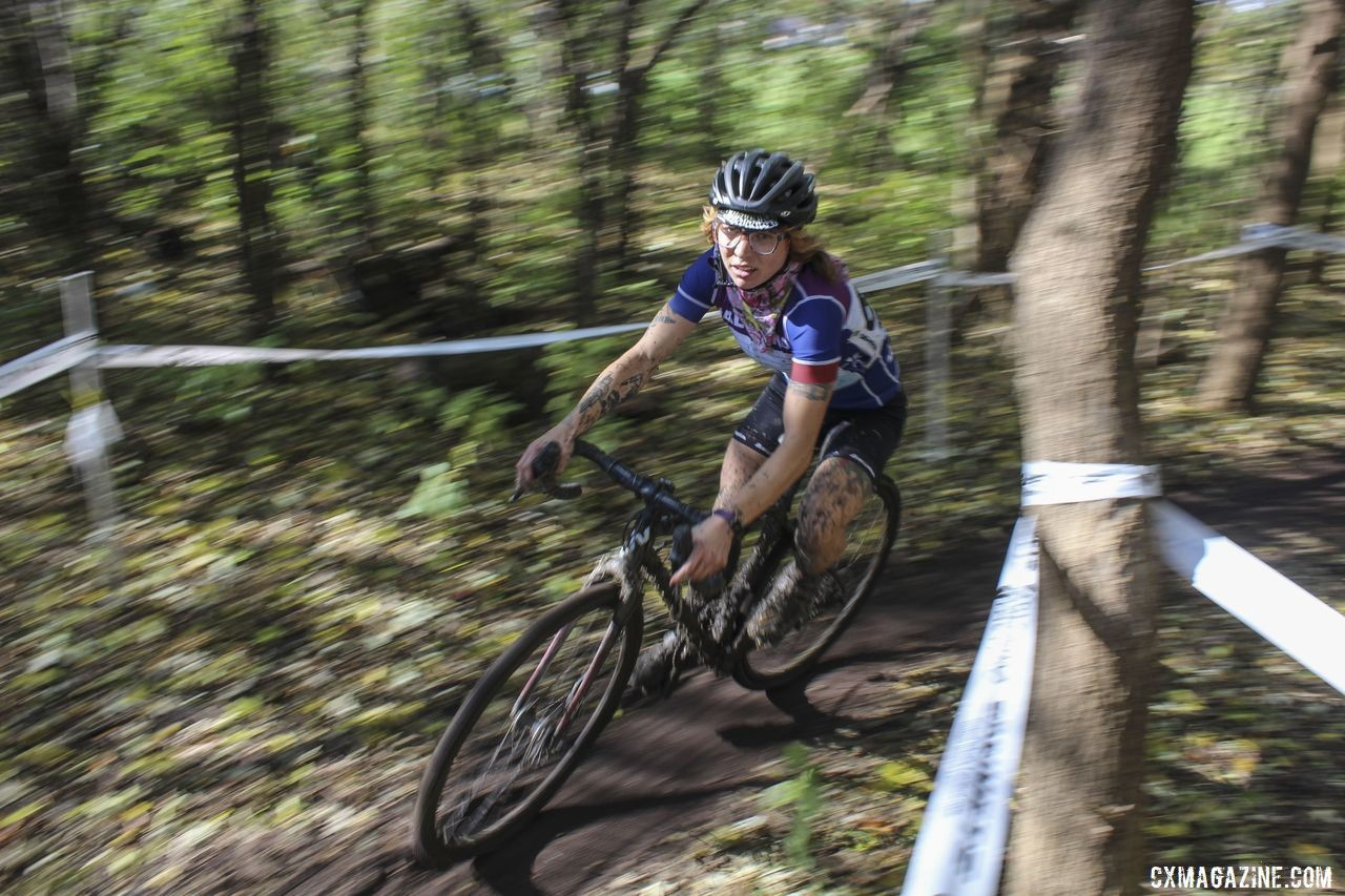 Caitlin Hamer rips through the woods. 2019 Sunrise Park Cyclocross, Chicago Cross Cup. © Z. Schuster / Cyclocross Magazine