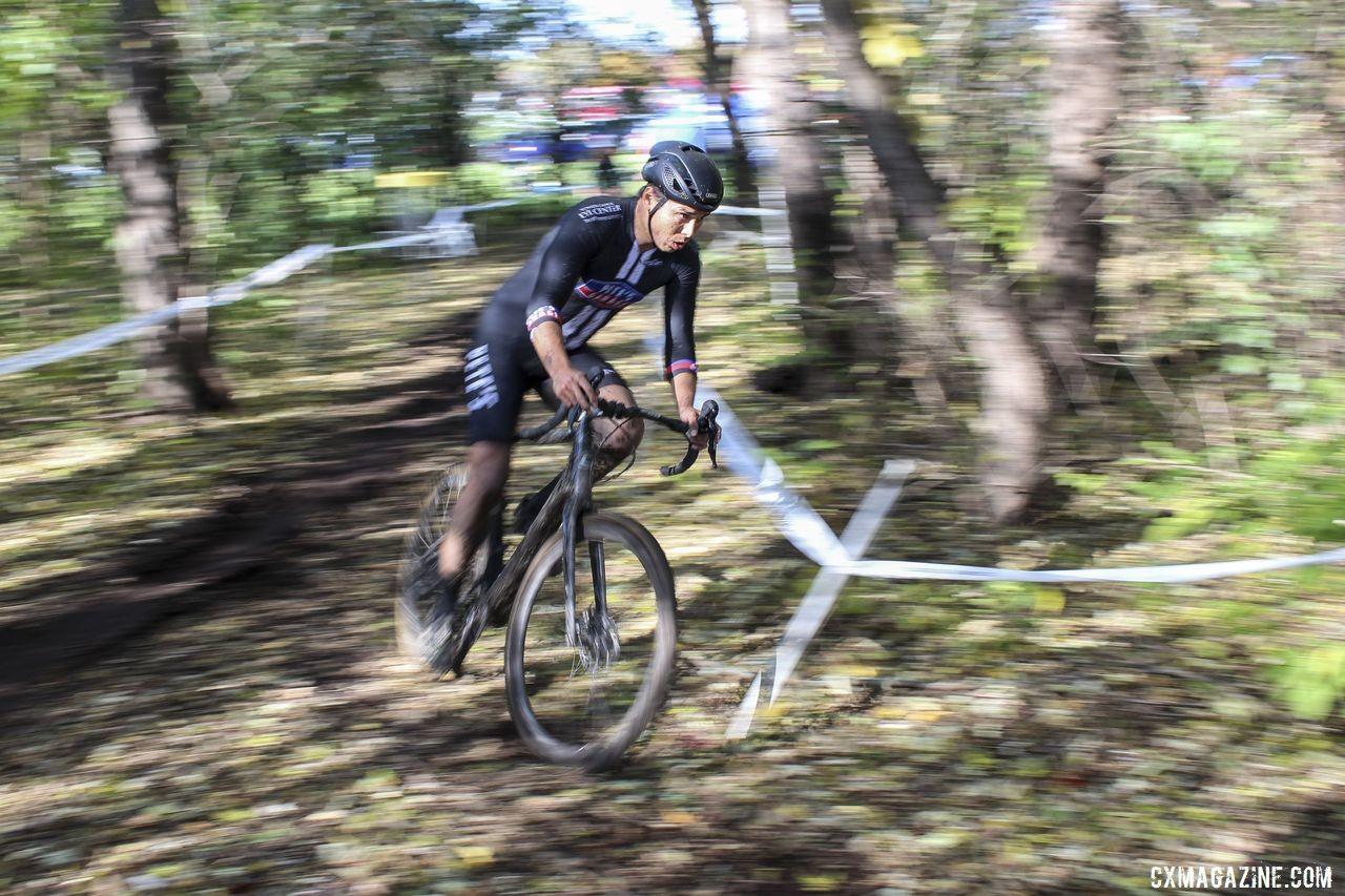 Cole House passes through the woods. 2019 Sunrise Park Cyclocross, Chicago Cross Cup. © Z. Schuster / Cyclocross Magazine