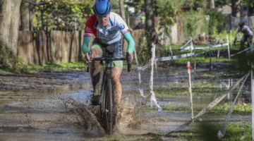 Rory Jack splashes through the lake with a small lead on Tim Strelecki. 2019 Sunrise Park Cyclocross, Chicago Cross Cup. © Z. Schuster / Cyclocross Magazine