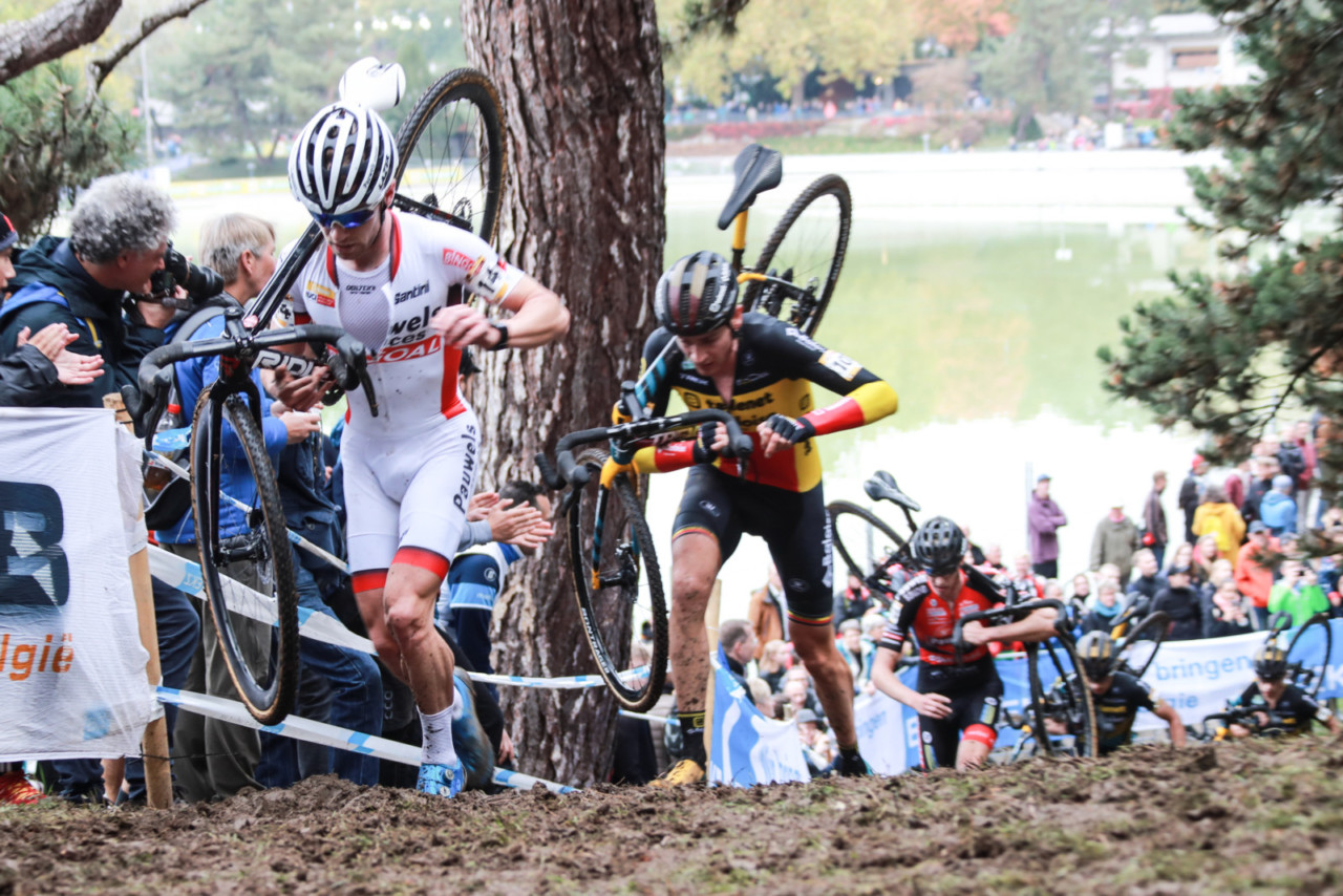 Iserbyt leads Toon Aerts and a group of riders at World Cup Bern. © Steffen Müssiggang