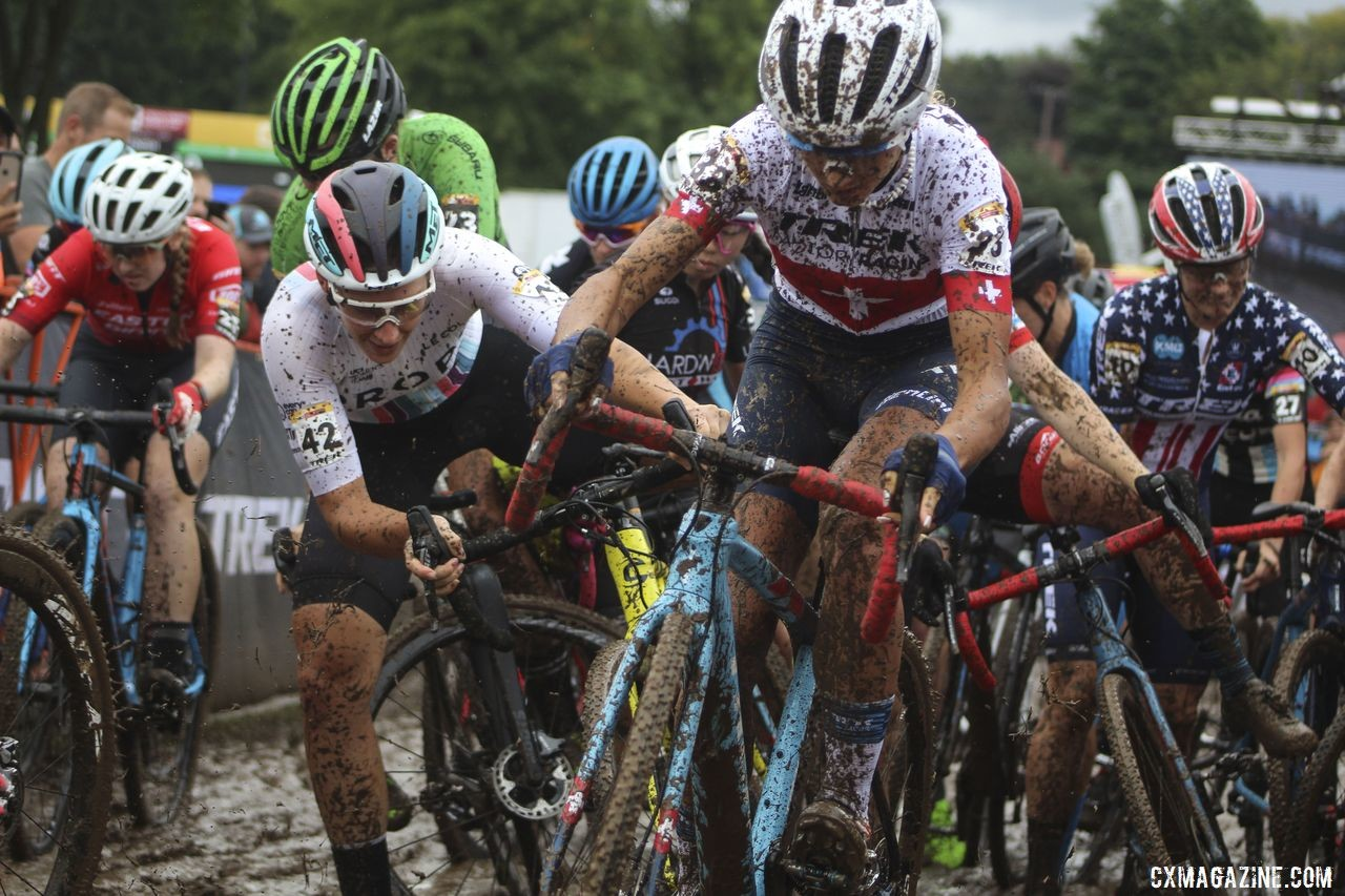 Tooley (red. left) avoided a mid-pack start line melee. © Cyclocross Magazine