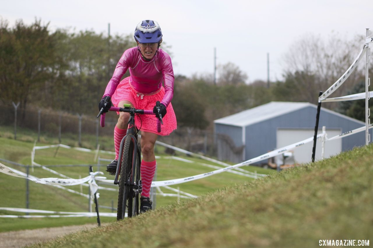 Holly LaVesser finished strong to take second overall. 2019 Cross Fire Halloween Race, Wisconsin. © Z. Schuster / Cyclocross Magazine