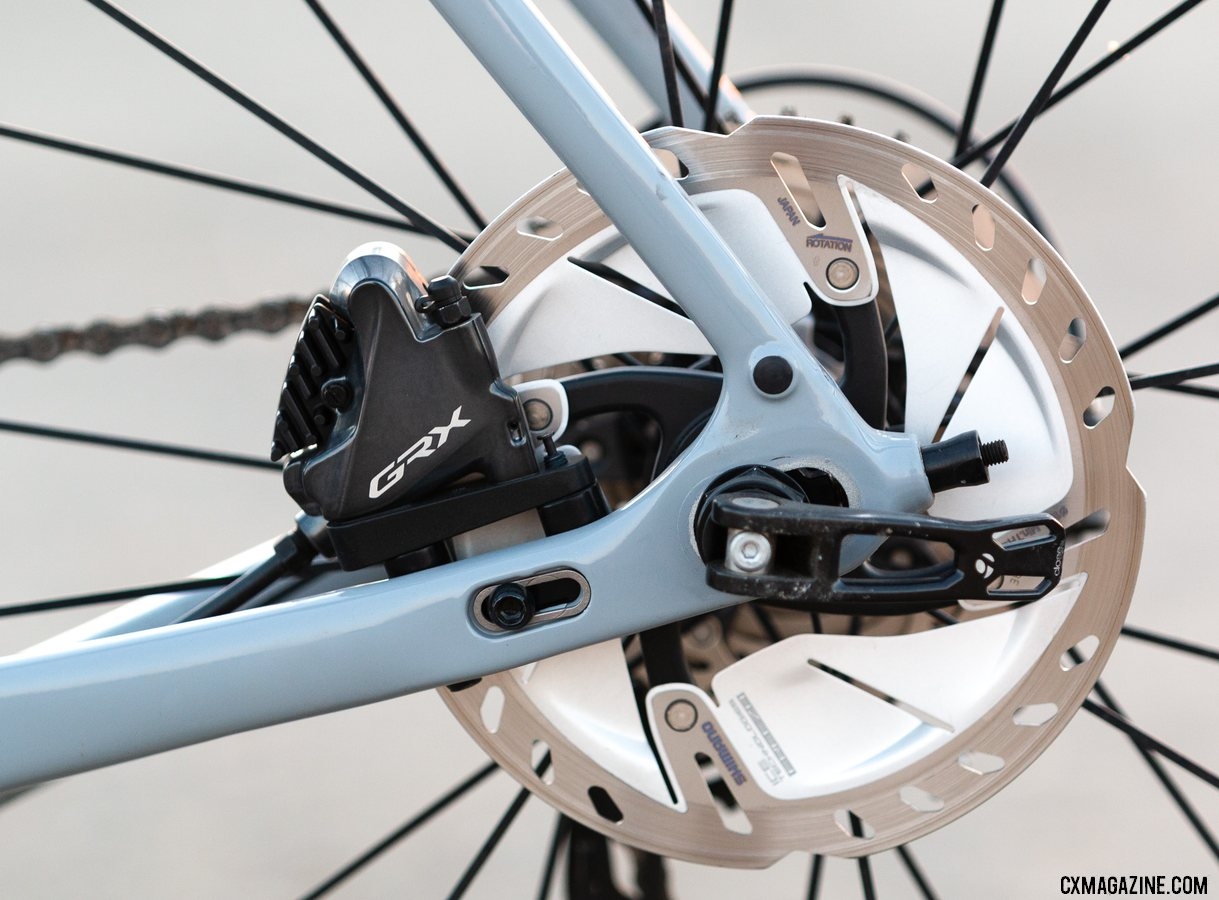 Shimano's gravel-oriented GRX family of components include hydraulic flat mount disc brakes. © A. Yee / Cyclocross Magazine