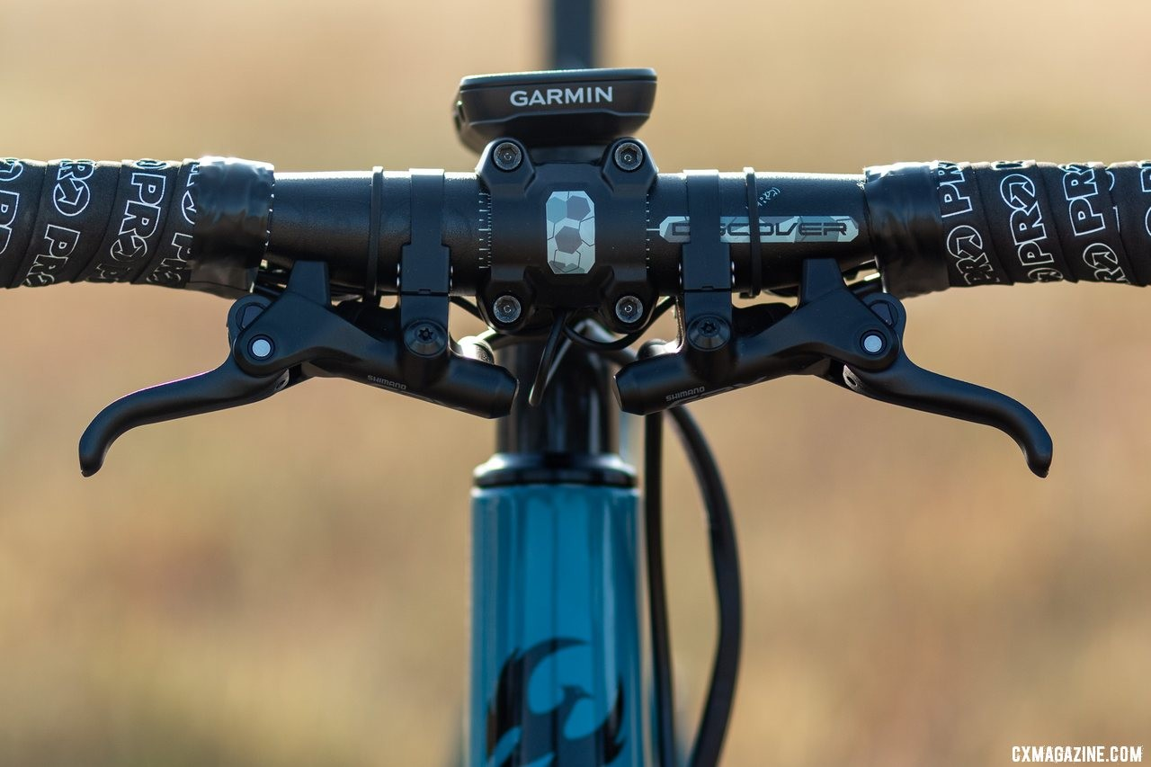 The GRX sub brake levers offer more hand positions on technical terrain and in group riding. Shimano's gravel-oriented GRX mechanical components, reviewed. © A. Yee / Cyclocross Magazine