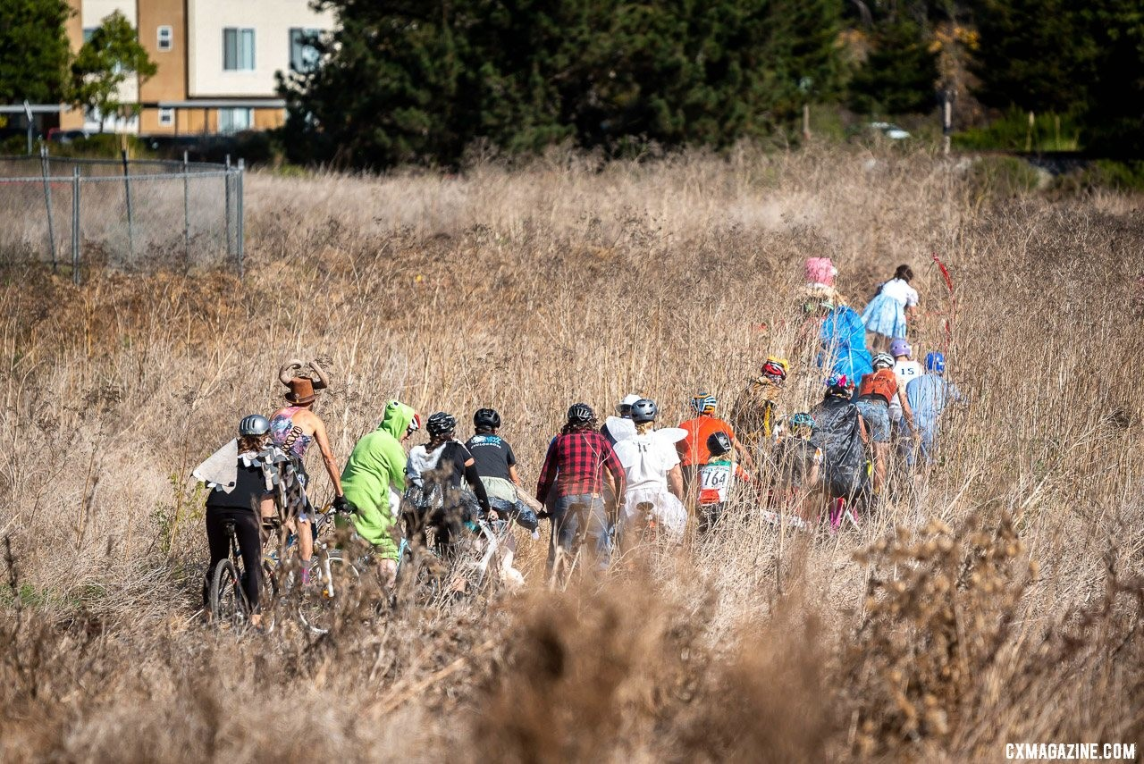 The costume race heads out through the dry weeds. 2019 Surf City CX. © Jeff Vander Stucken