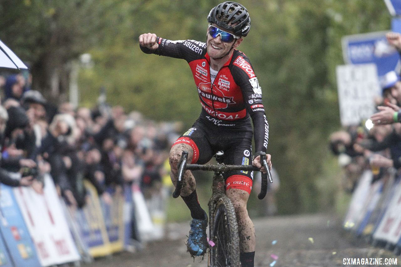 Eli Iserbyt continued to roll on the Koppenberg. 2019 DVV Trofee Koppenbergcross. © B. Hazen / Cyclocross Magazine