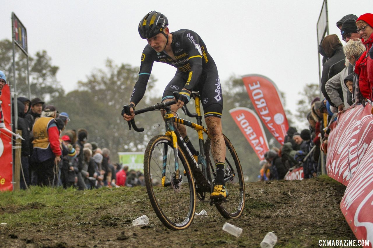 The holiday party atmosphere was visible on the course. 2019 DVV Trofee Koppenbergcross. © B. Hazen / Cyclocross Magazine