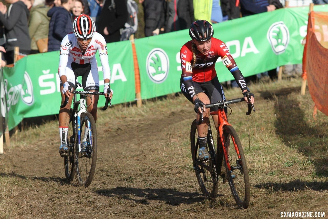 Saturday's race came down to Annemarie Worst and Ceylin Alvarado. 2019 World Cup Tabor. © B. Hazen / Cyclocross Magazine