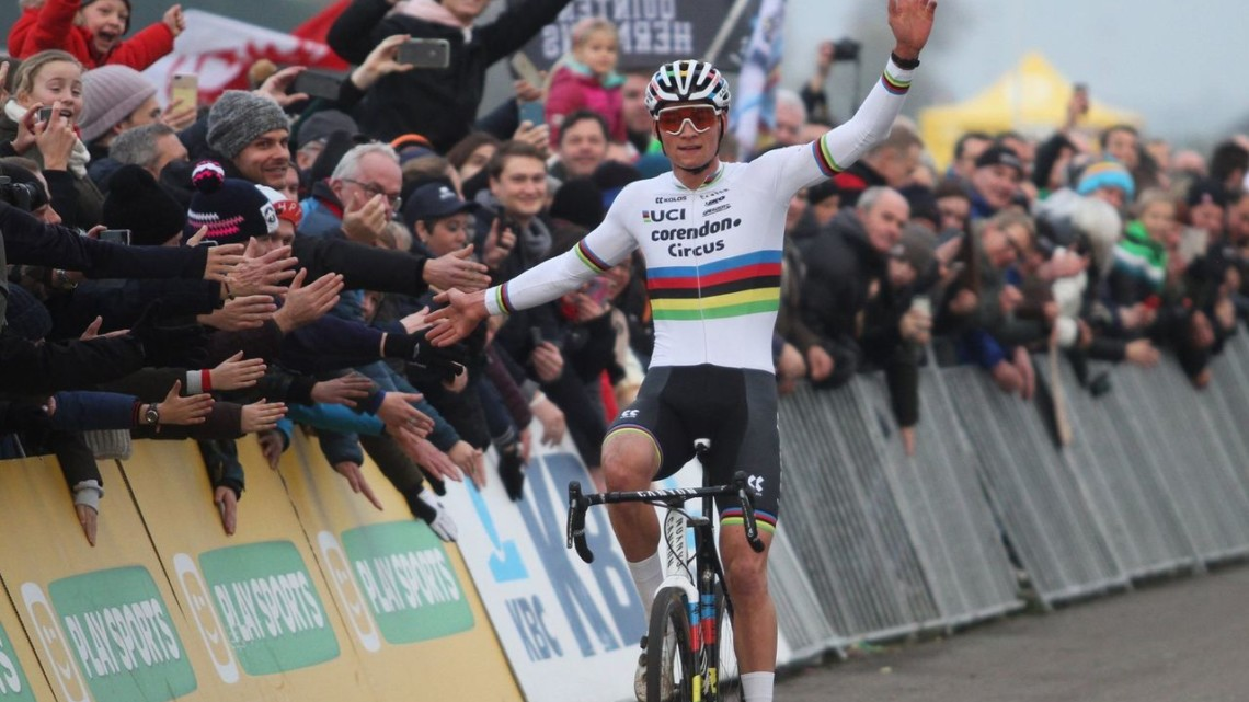 Mathieu van der Poel rode a hot start to a win at World Cup Koksijde. 2019 World Cup Koksijde. © B. Hazen / Cyclocross Magazine