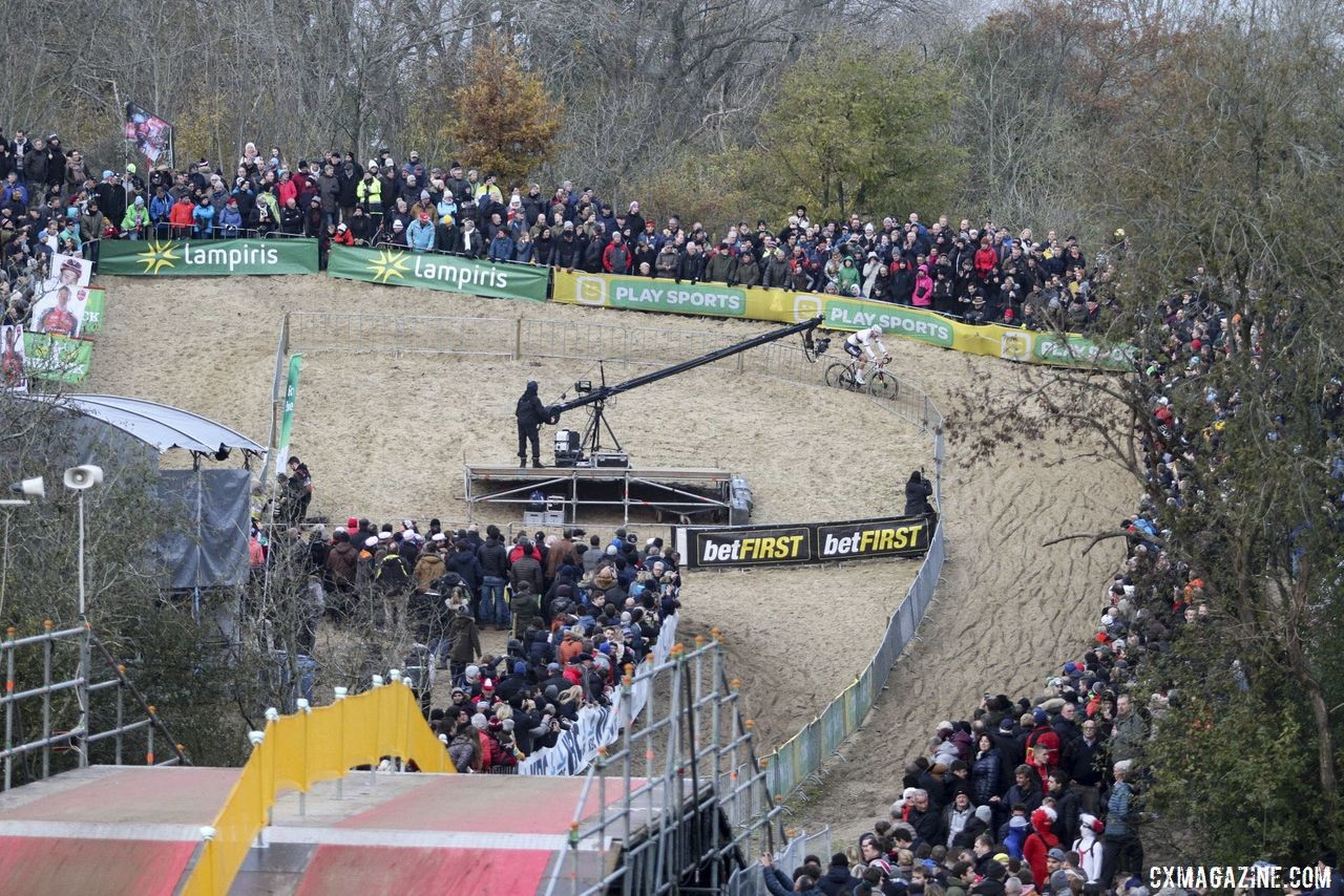 The dunes of Koksijde are one of the iconic venues in cyclocross. 2019 World Cup Koksijde. © B. Hazen / Cyclocross Magazine