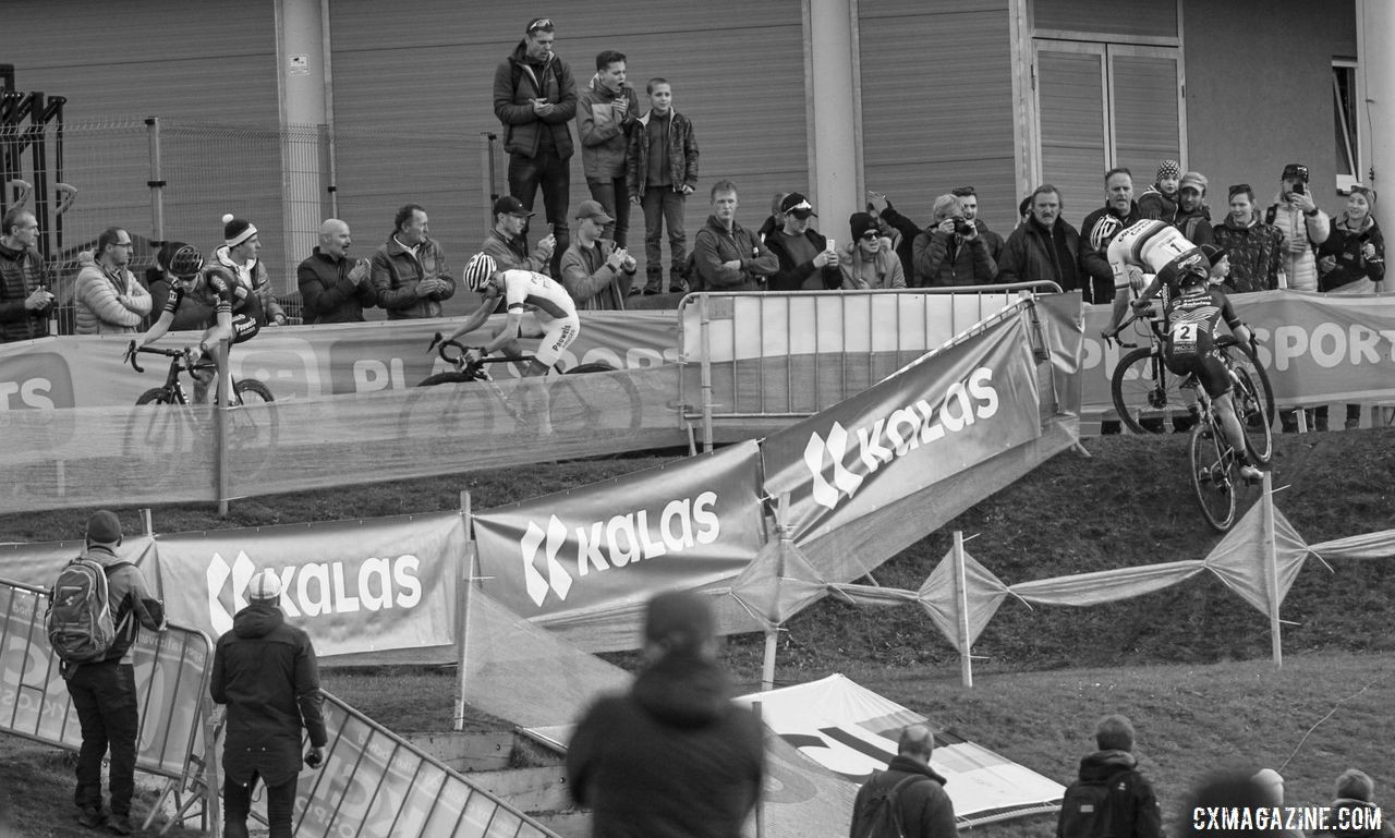 The reduced group of four leaders goes through the series of ups and downs. 2019 World Cup Tabor, Czech Republic. © B. Hazen / Cyclocross Magazine