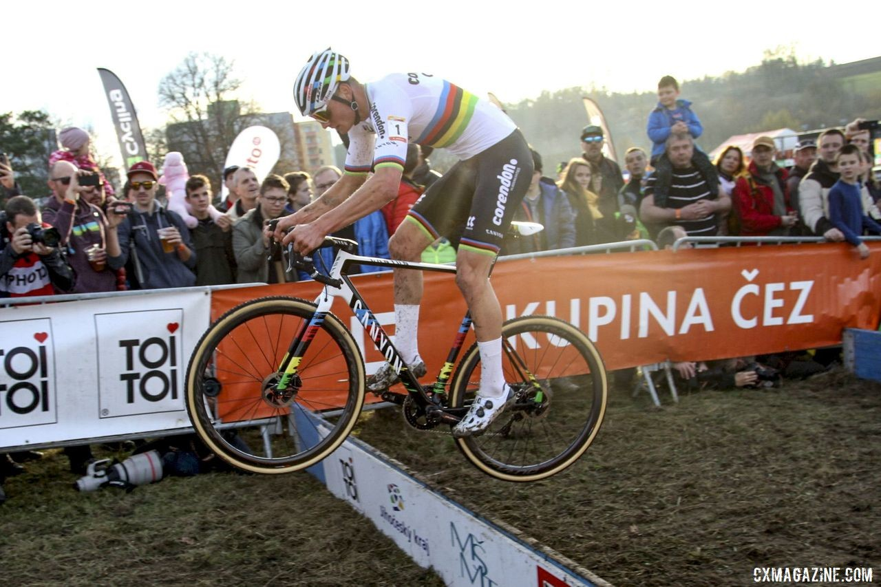 Mathieu van der Poel hopped the uphill barriers. 2019 World Cup Tabor, Czech Republic. © B. Hazen / Cyclocross Magazine