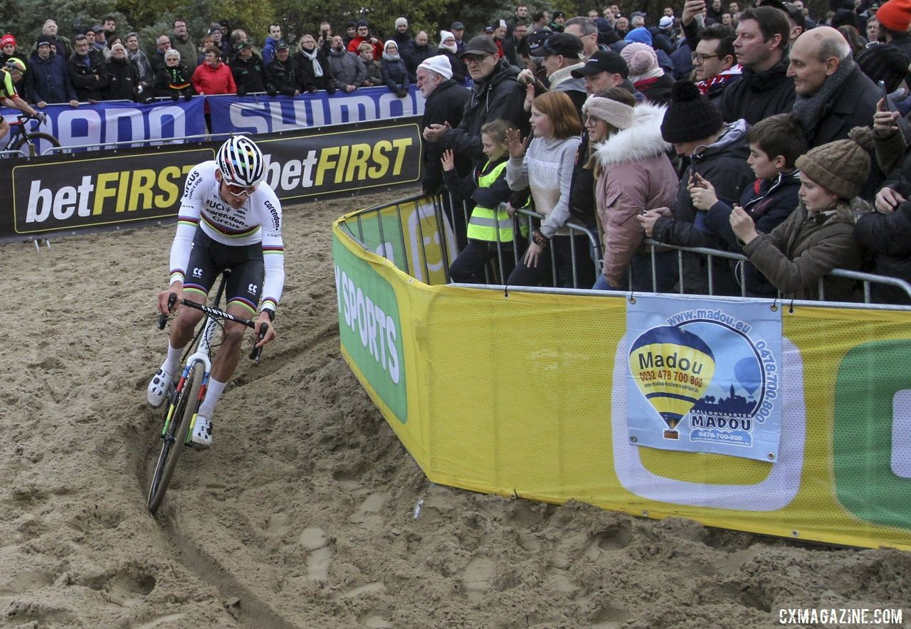 Mathieu van der Poel had the sandy ruts of Koksijde dialed in. 2019 World Cup Koksijde. © B. Hazen / Cyclocross Magazine