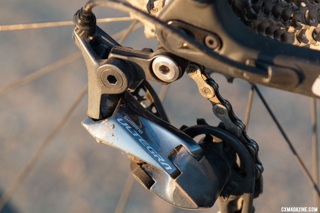 We'd replace the Ultegra Shadow rear derailleur for a clutch-based RX800 or GRX rear derailleur. Viathon's G.1 carbon gravel bike review. © A. Yee / Cyclocross Magazine