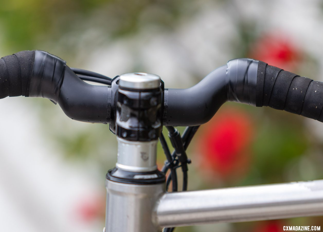 The Wave carbon handlebar from Coefficient Cycling. © A. Yee / Cyclocross Magazine