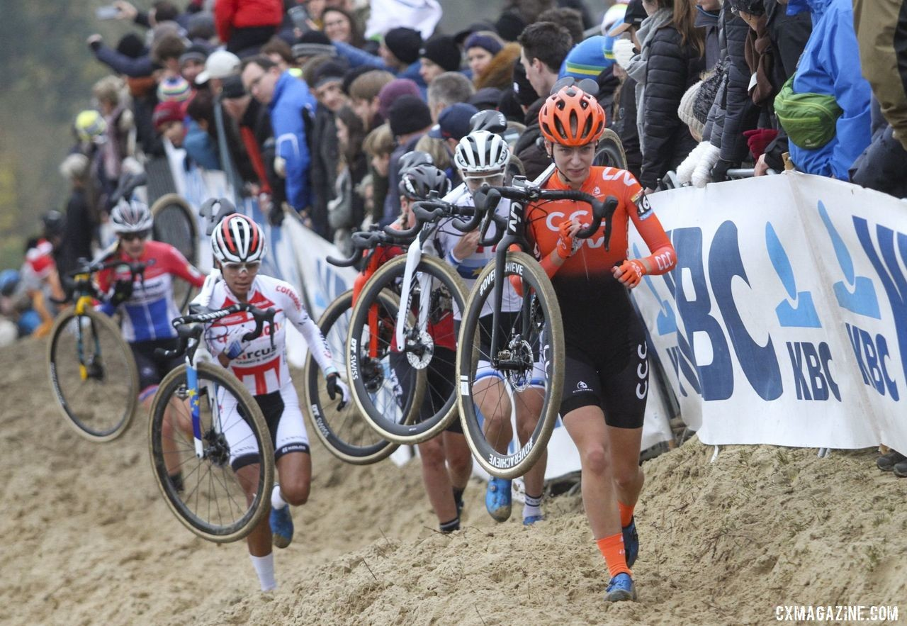 Inge van der Heijden leads the lead group of five Dutch women. 2019 World Cup Koksijde. © B. Hazen / Cyclocross Magazine