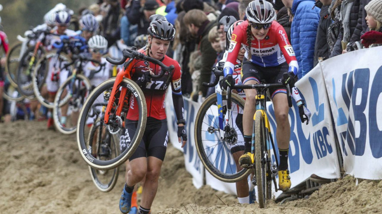 Lucinda Brand opts to ride while most of her competitors run. 2019 World Cup Koksijde. © B. Hazen / Cyclocross Magazine