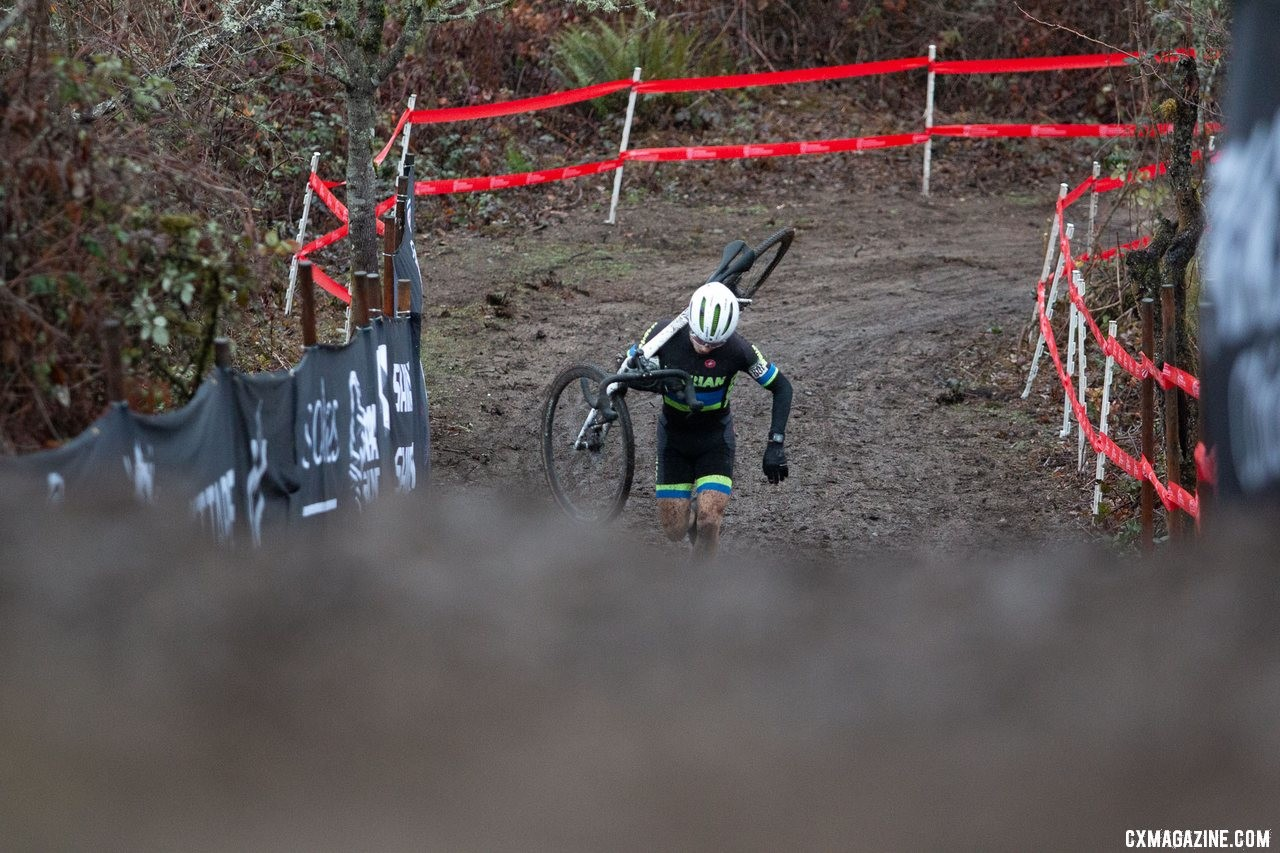 Caleb Swartz begins the first run up of his final lap. Collegiate Varsity Men. 2019 Cyclocross National Championships, Lakewood, WA. © A. Yee / Cyclocross Magazine