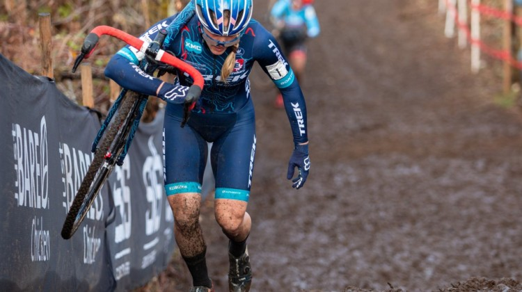 Katie Compton works to hold McFadden off in the last lap. Elite Women. 2019 Cyclocross National Championships, Lakewood, WA. © A. Yee / Cyclocross Magazine