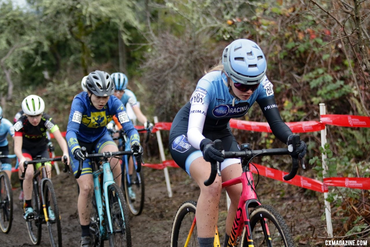 Mia Aseltine made them pay as she drives toward the first climb. Junior Women 15-16. 2019 Cyclocross National Championships, Lakewood, WA. © D. Mable / Cyclocross Magazine