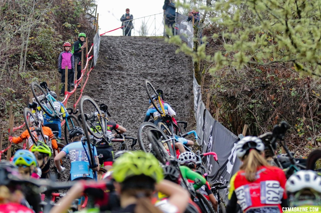 Mia Aseltine was one step ahead of the rest of the field as the first climb began. Junior Women 15-16. 2019 Cyclocross National Championships, Lakewood, WA. © D. Mable / Cyclocross Magazine