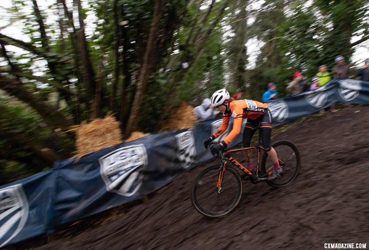 Carrie Masters masters the drop on her way to a silver medal. Junior Women 15-16. 2019 Cyclocross National Championships, Lakewood, WA. © A. Yee / Cyclocross Magazine