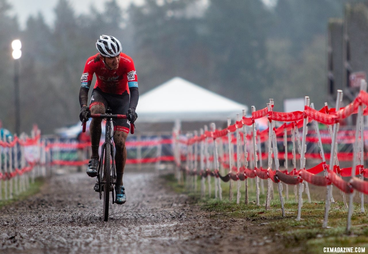 Jared Scott looks to close the gap to Strohmeyer. Scott would surge to finish in second place. Junior Men, 17-18. 2019 Cyclocross National Championships, Lakewood, WA. © A. Yee / Cyclocross Magazine