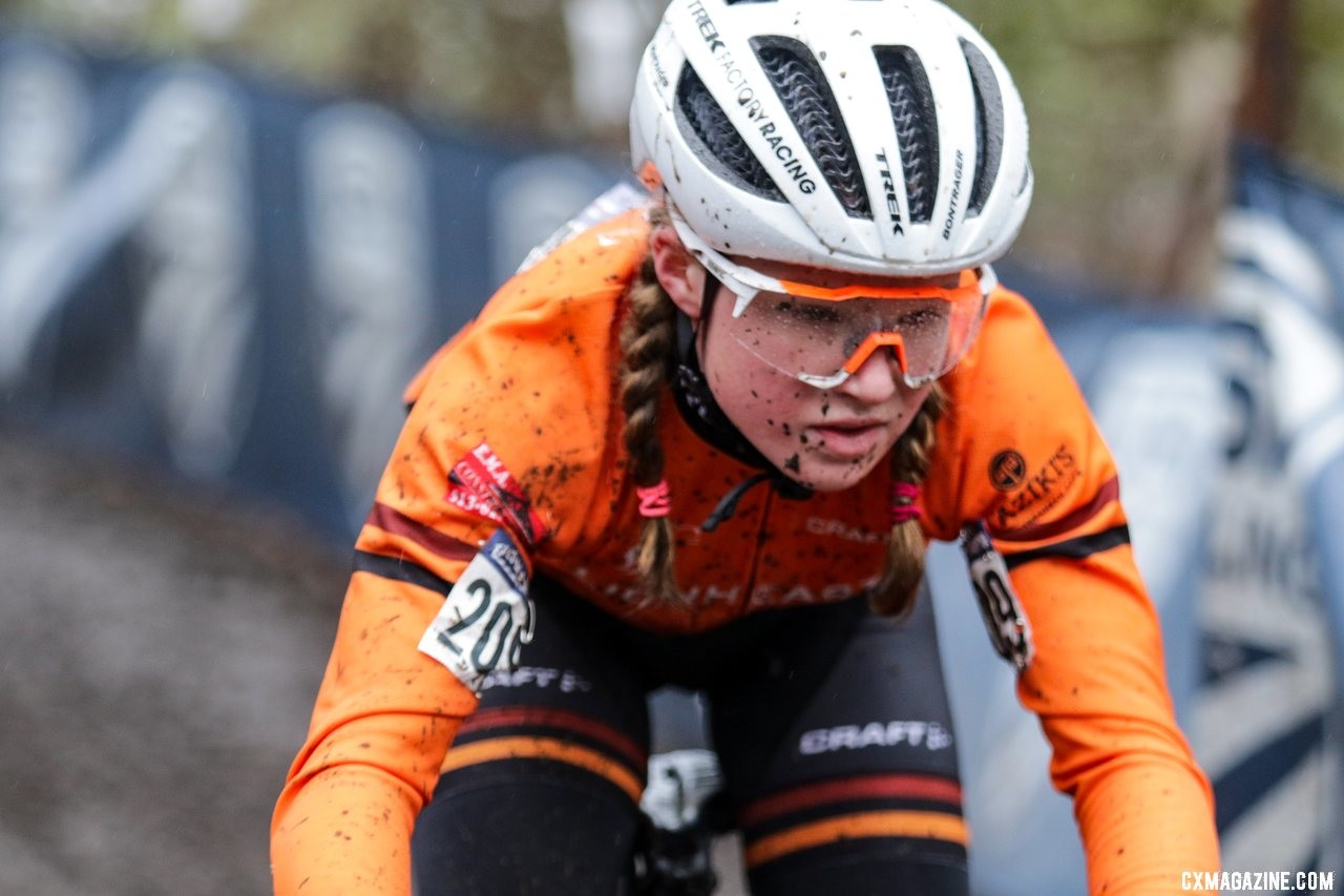 Dahlia Kissel is all concentration heading down the chicane descent. Junior Women 13-14. 2019 Cyclocross National Championships, Lakewood, WA. © D. Mable / Cyclocross Magazine