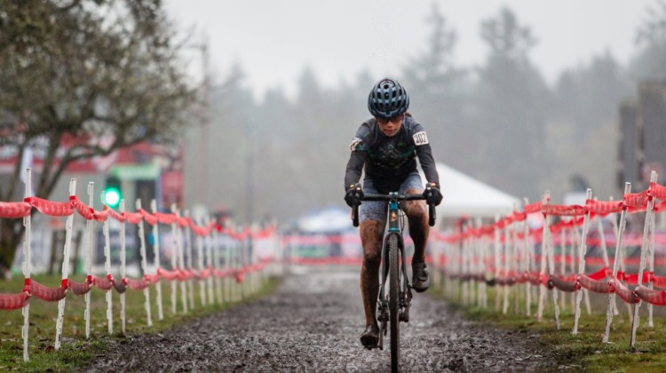 Vida Lopez De San Roman holds a commanding lead late in the race. Junior Women 13-14. 2019 Cyclocross National Championships, Lakewood, WA. © A. Yee / Cyclocross Magazine