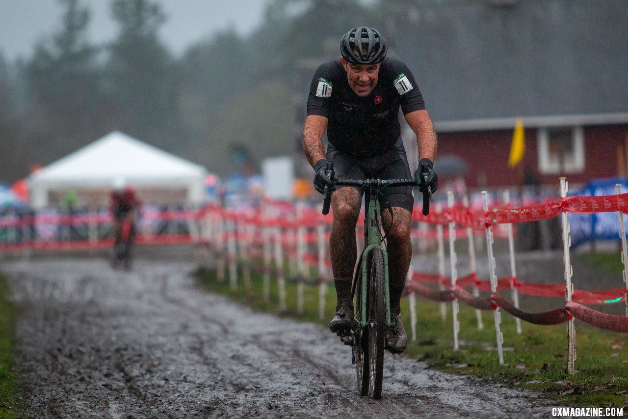 Robinson holds off Tubbs on the last lap for second. Masters Men 45-49. 2019 Cyclocross National Championships, Lakewood, WA. © A. Yee / Cyclocross Magazine