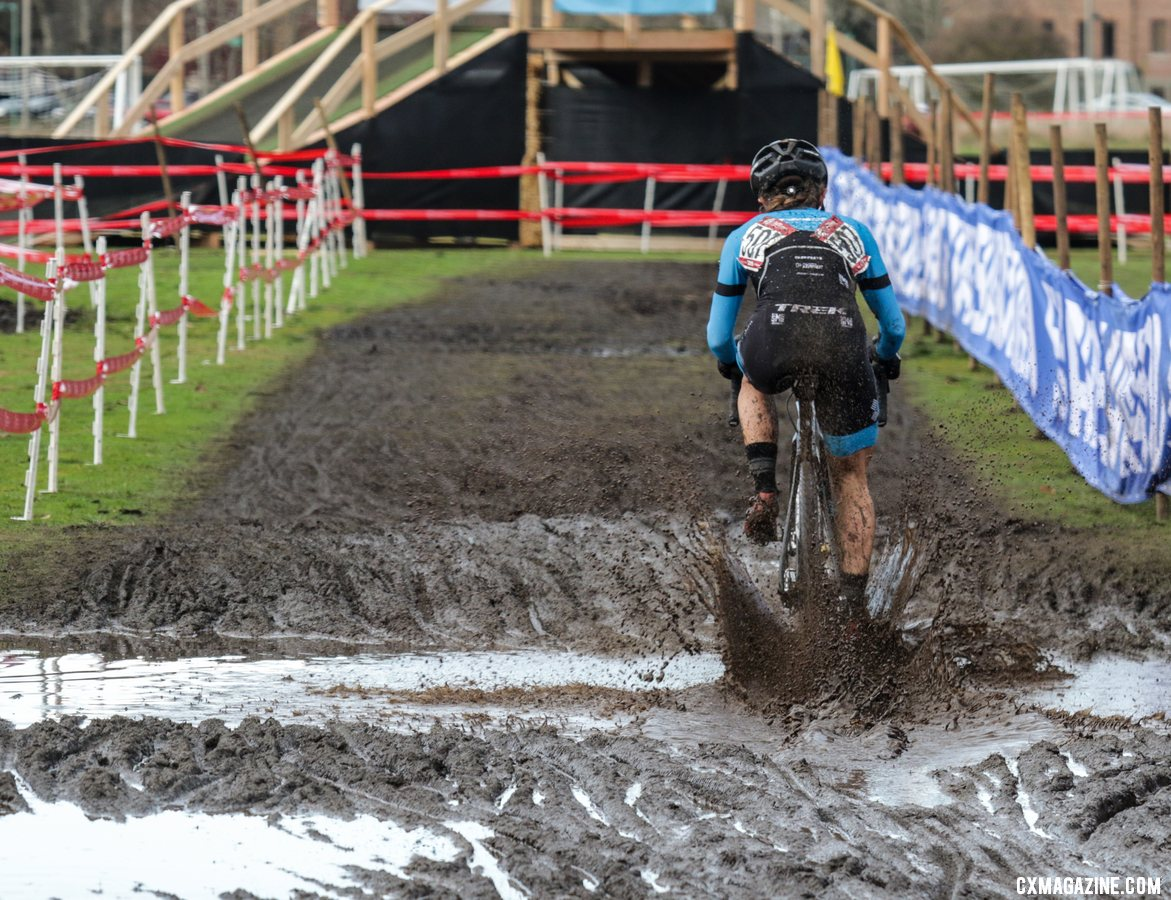 Tricia Fleischer makes a splash in Lakewood. Masters Women 40-44. 2019 Cyclocross National Championships, Lakewood, WA. © D. Mable / Cyclocross Magazine