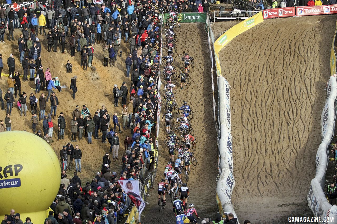 The field scrambles up the steep wall of De Kuil. 2019 Superprestige Zonhoven. © B. Hazen / Cyclocross Magazine