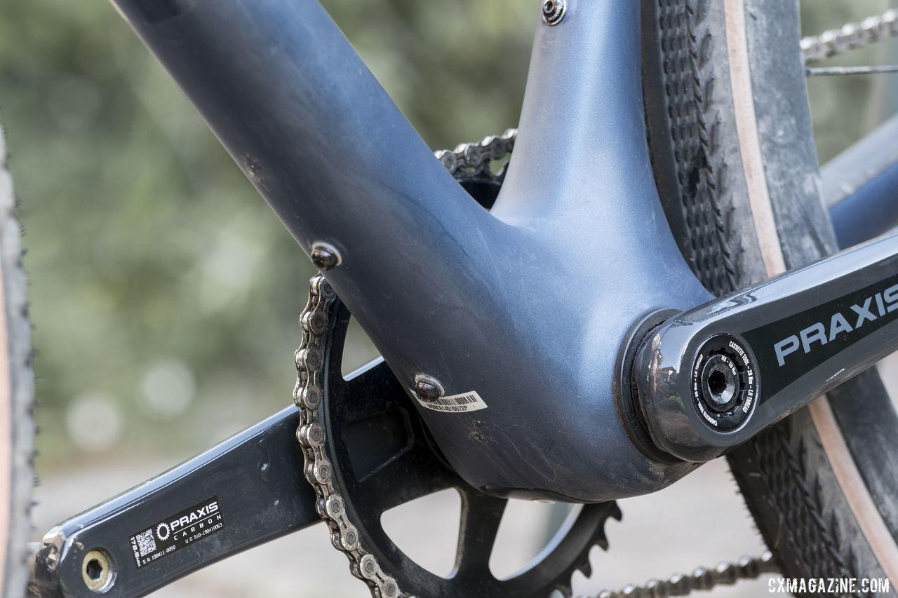 The Diverge has an extra cage mount under the down tube near the BB386 EVO. 2020 Specialized Diverge Expert Gravel Bike. © C. Lee / Cyclocross Magazine
