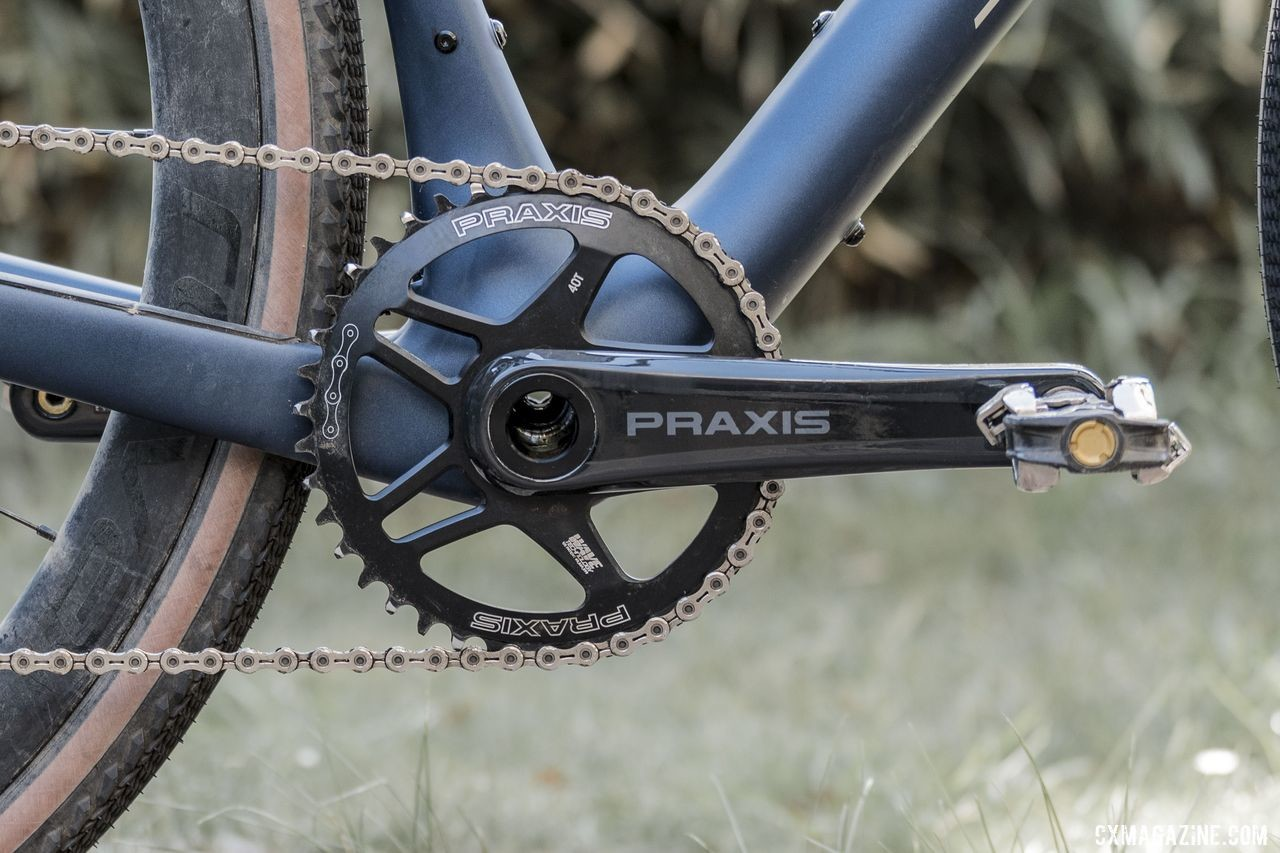 The 1x drivetrain features a Praxis Zayante Carbon 1x crankset and 40t Praxis Wave Tech chain ring. 2020 Specialized Diverge Expert Gravel Bike. © C. Lee / Cyclocross Magazine