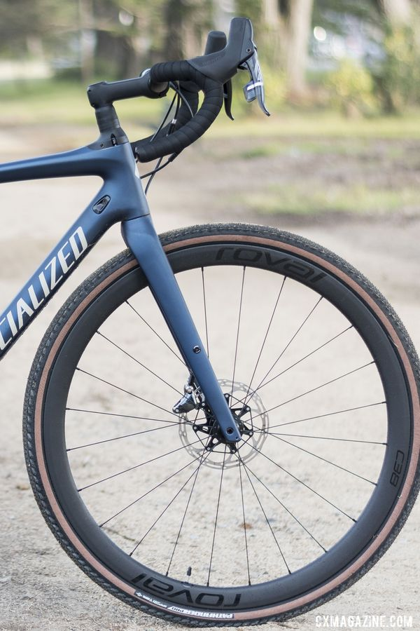 The Diverge fork features Specialized's FACT 9r carbon and one set of mounts. 2020 Specialized Diverge Expert Gravel Bike. © C. Lee / Cyclocross Magazine