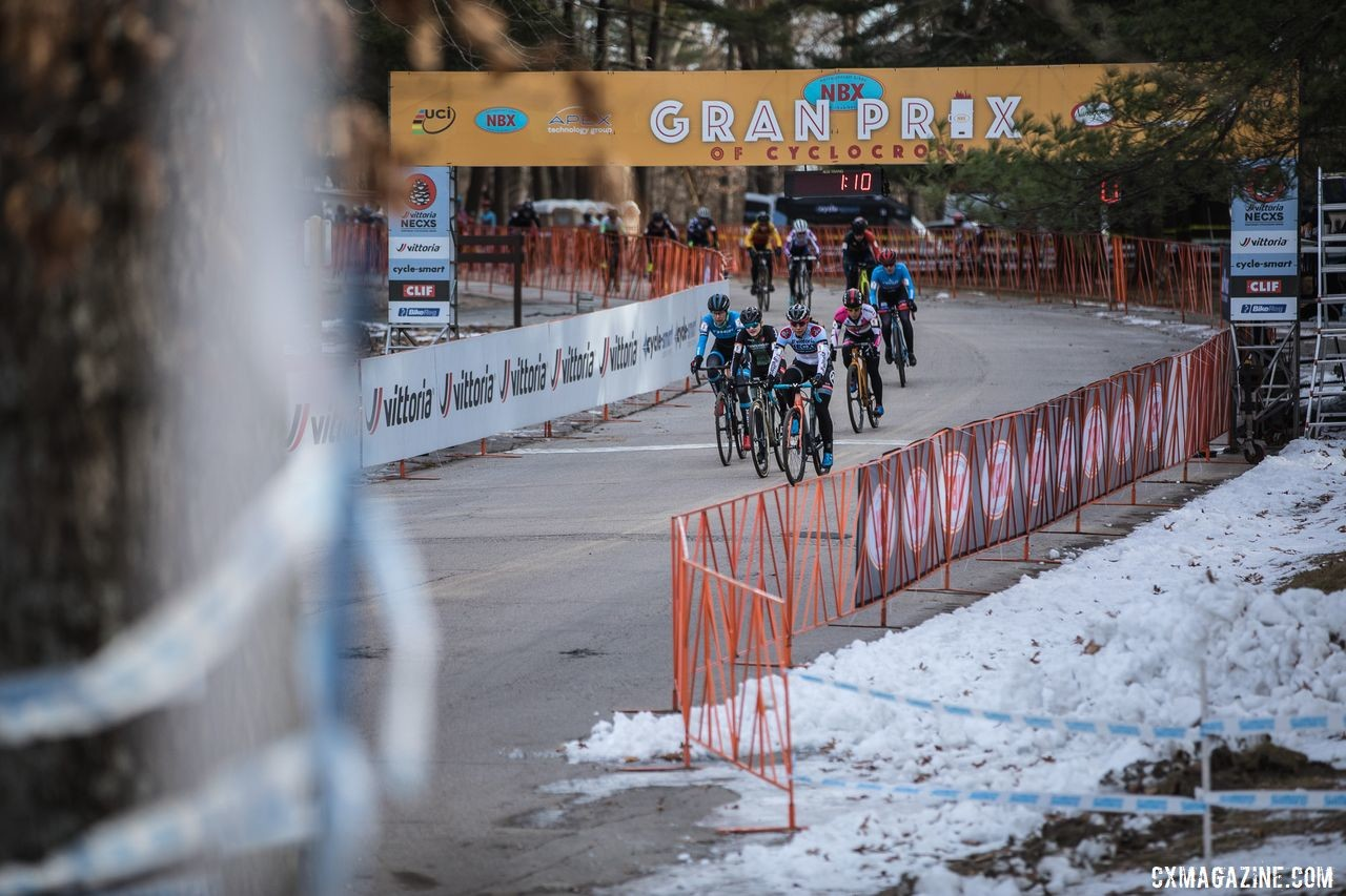 The Elite Women kick off the last race of the 2019 Vittoria Series. 2019 NBX Gran Prix of Cross Day 2. © Angelica Dixon