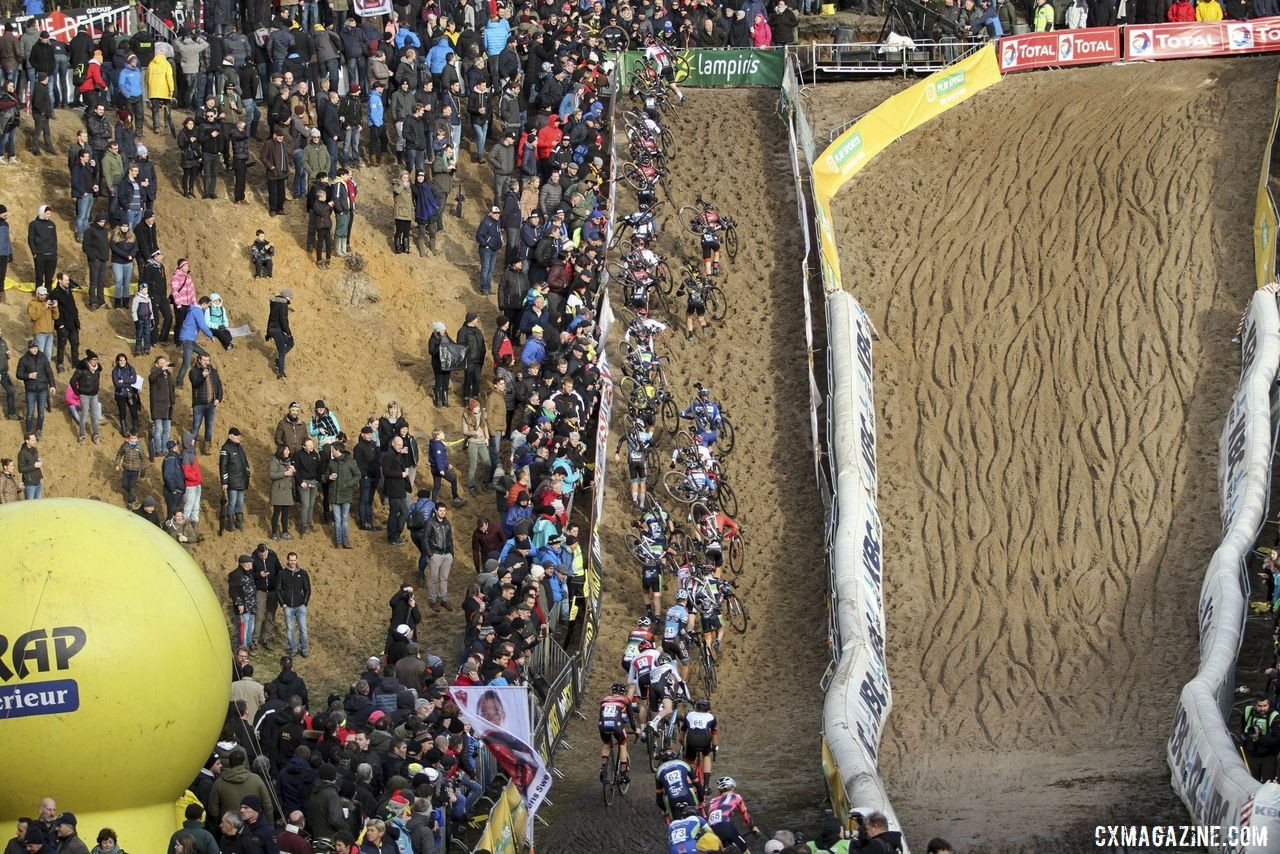 The Elite Men scramble up the sandy wall in Lap 1. 2019 Superprestige Zonhoven. © B. Hazen / Cyclocross Magazine