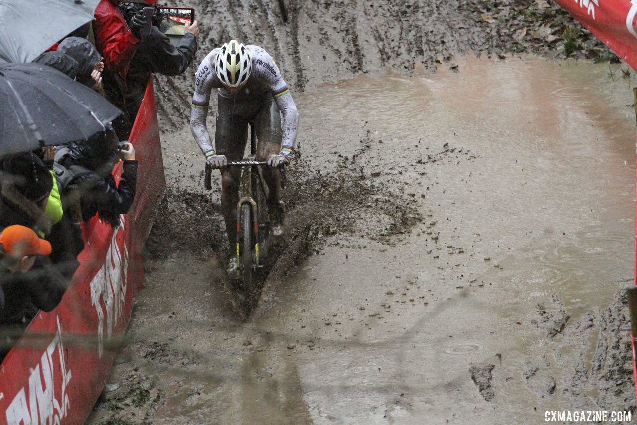 Conditions at Namur quickly deteriorated during the Elite Men's race. 2019 World Cup Namur. © B. Hazen / Cyclocross Magazine