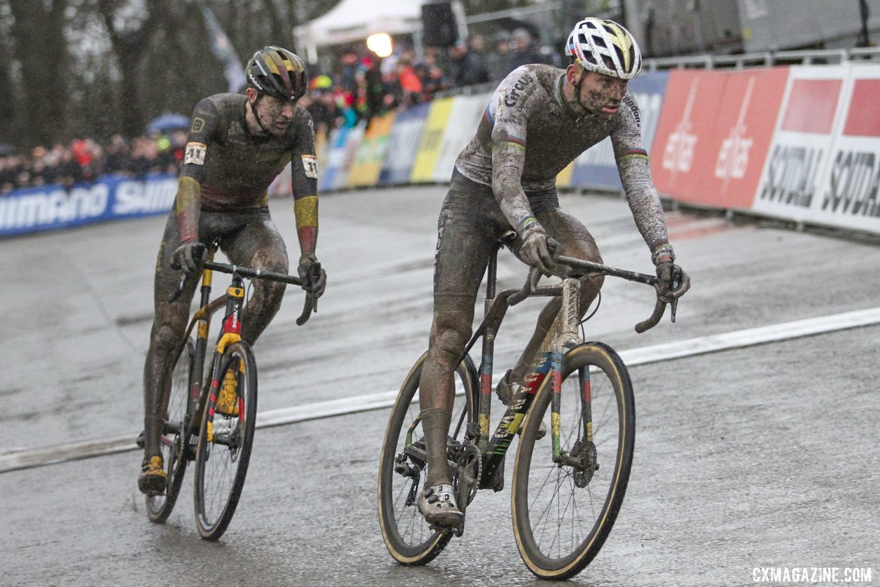 Van der Poel and Aerts were together heading into the last lap. 2019 World Cup Namur. © B. Hazen / Cyclocross Magazine
