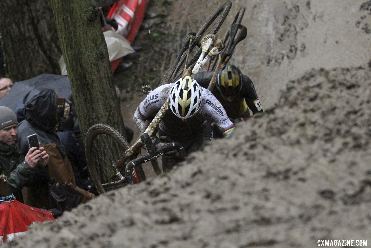 Mathieu van der Poel and Toon Aerts battled at Namur on Sunday. 2019 World Cup Namur. © B. Hazen / Cyclocross Magazine