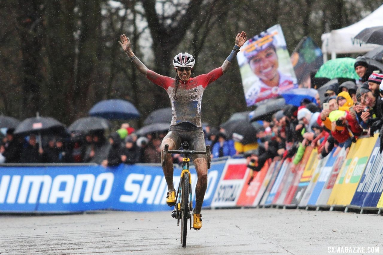 Lucinda Brand took the win at the 2019 World Cup Namur. © B. Hazen / Cyclocross Magazine
