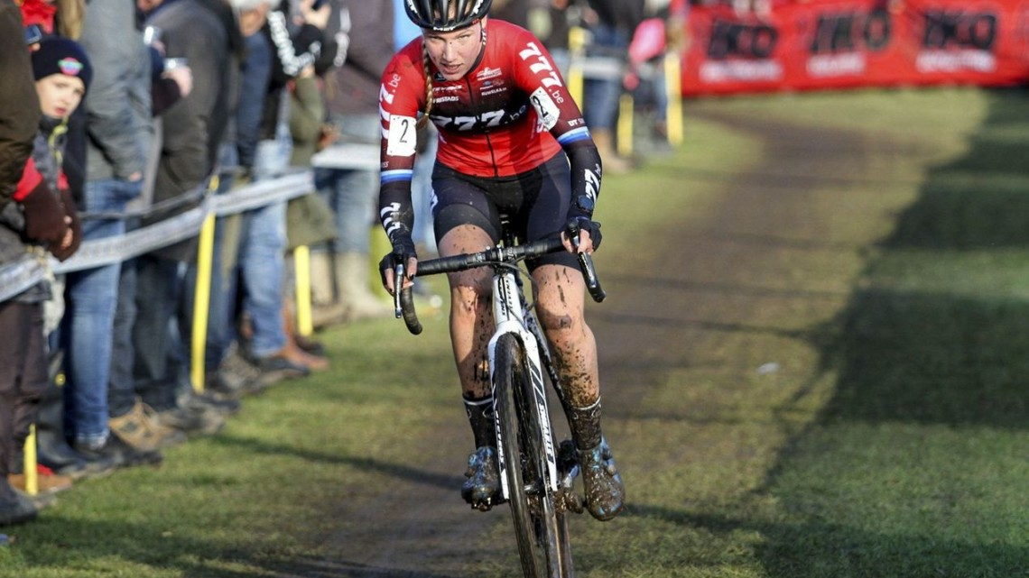 Annemarie Worst was riding a strong second until an endo set her back. 2019 Azencross, Loenhout. © B. Hazen / Cyclocross Magazine