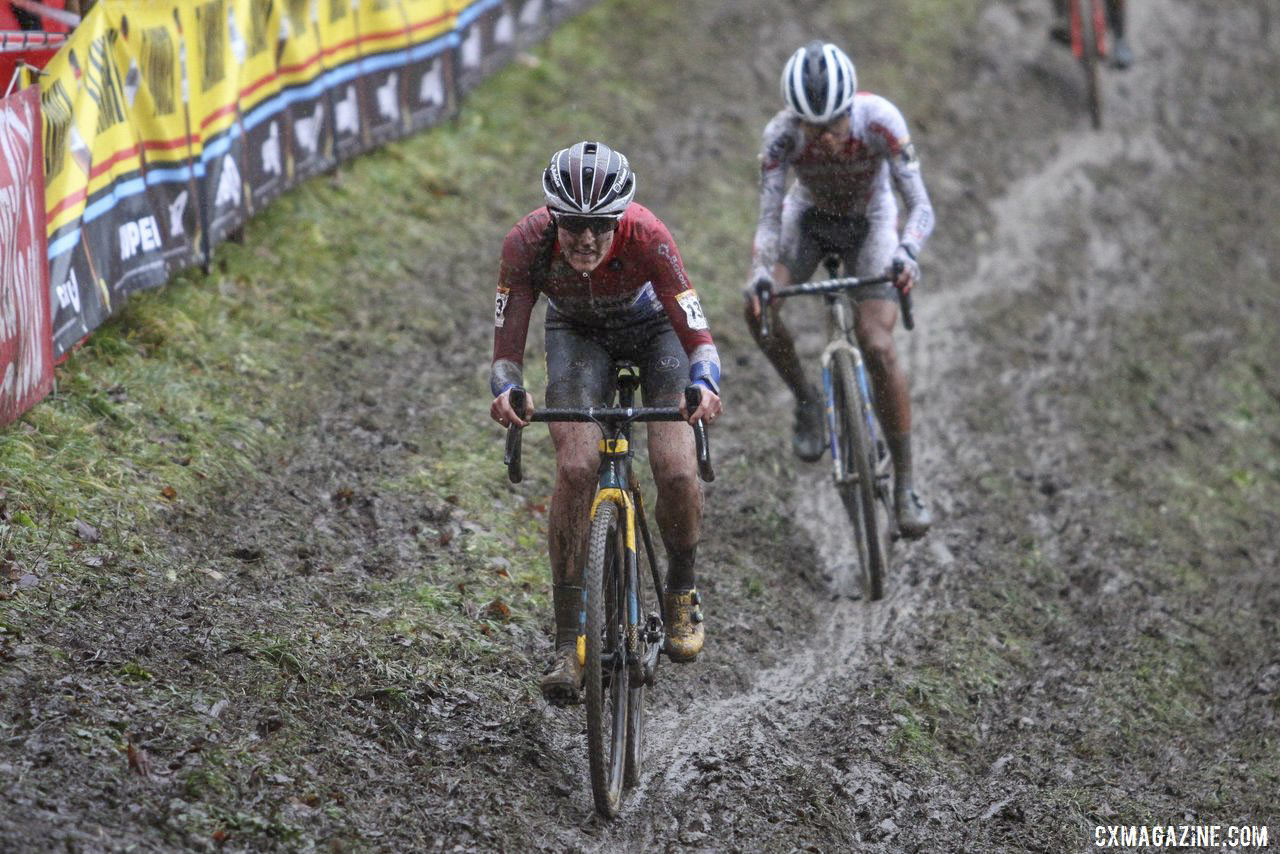 Brand put pressure on Alvarado midway through the race. 2019 World Cup Namur. © B. Hazen / Cyclocross Magazine