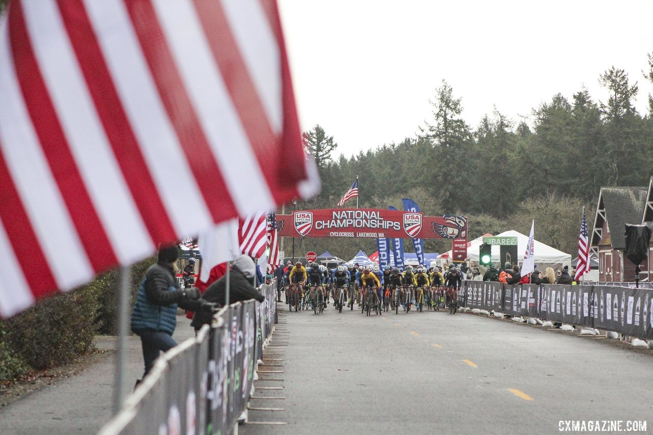 The Collegiate Varsity Men charge down the holeshot straight. © Z. Schuster / Cyclocross Magazine
