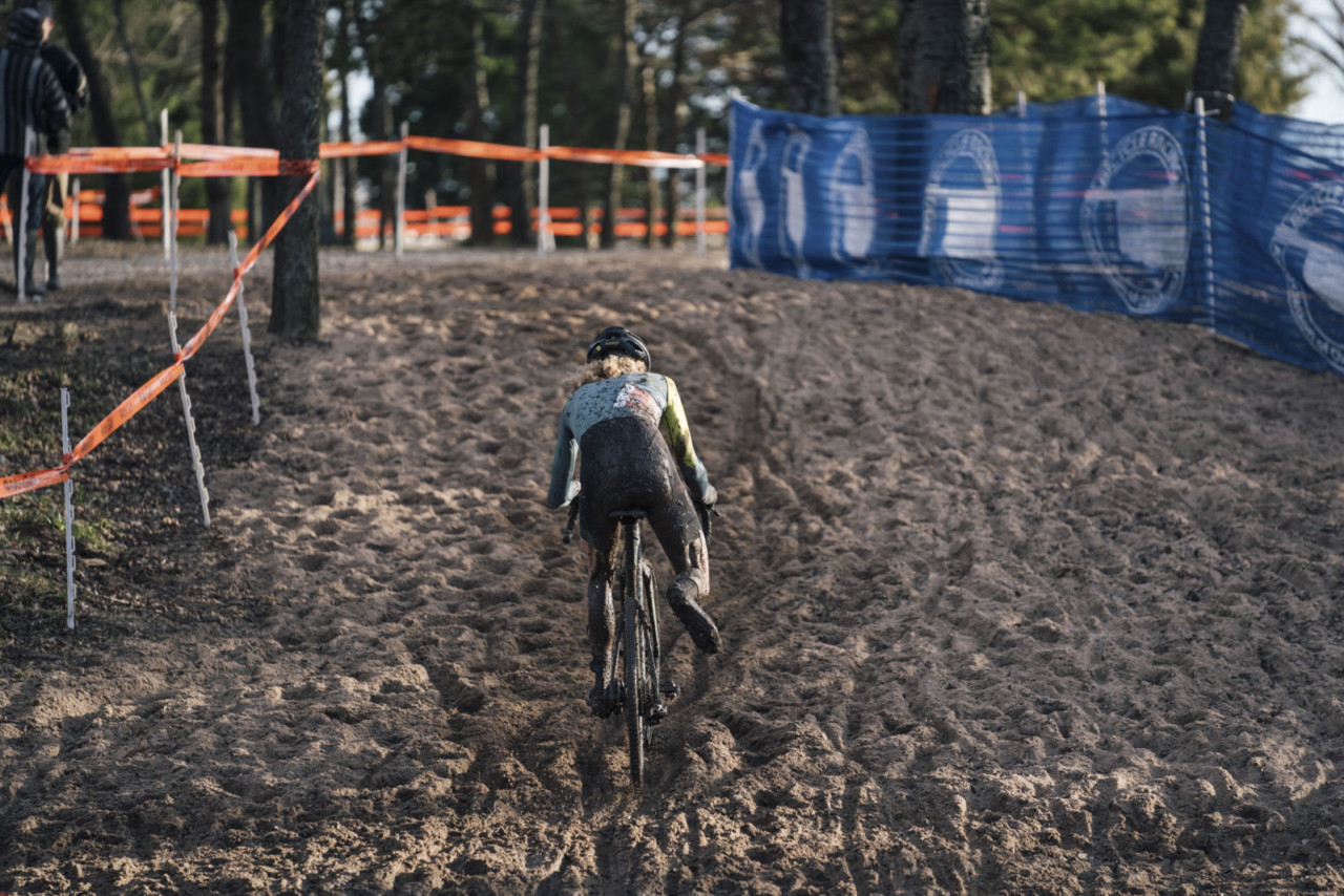 The sandpit provided a mini-Koksijde-esque challenge. 2019 Ruts n' Guts Day 1. © P. Means / Cyclocross Magazine
